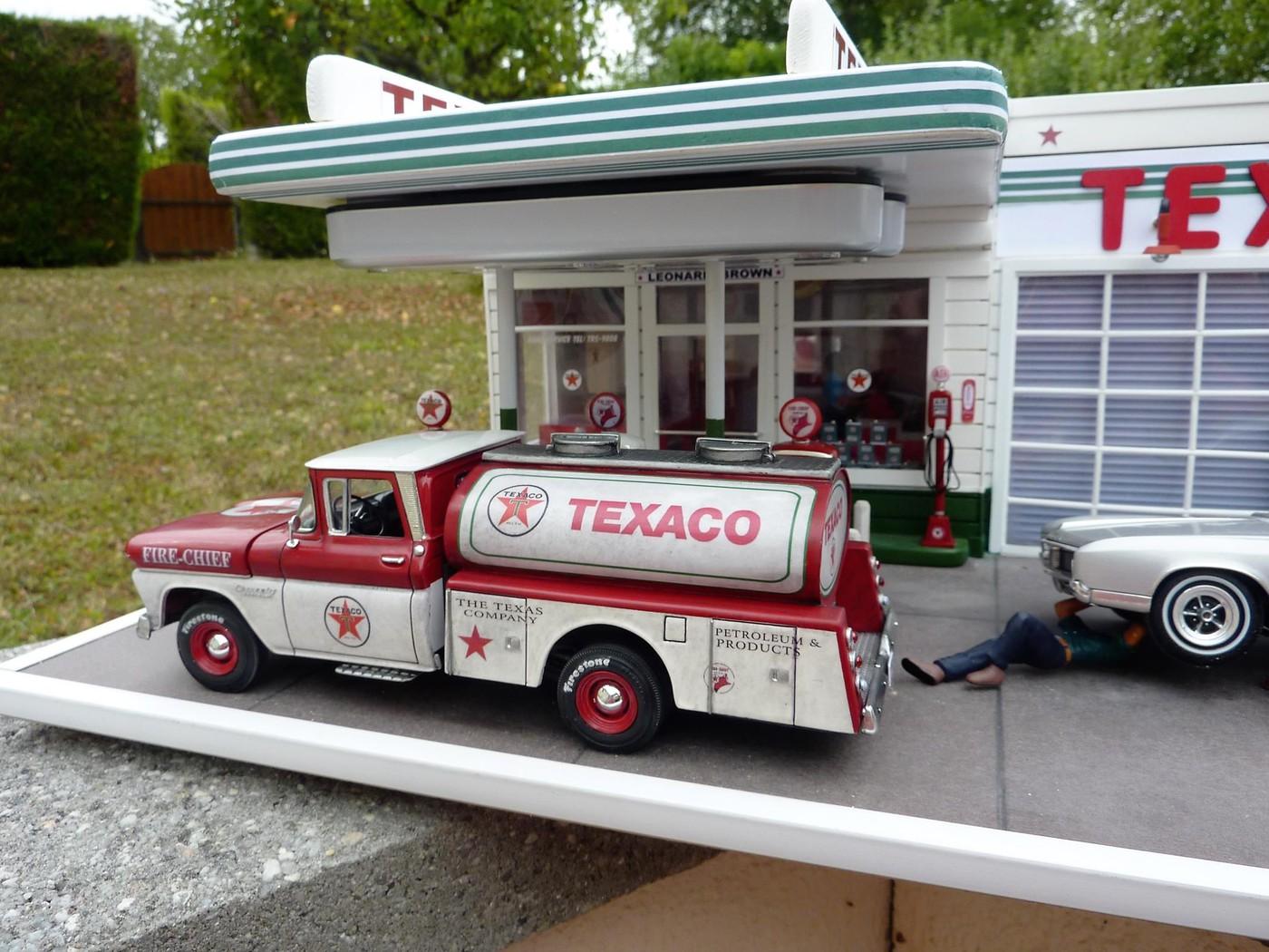 Chevy pickup 60 citerne texaco terminé - Page 3 Photo5-vi