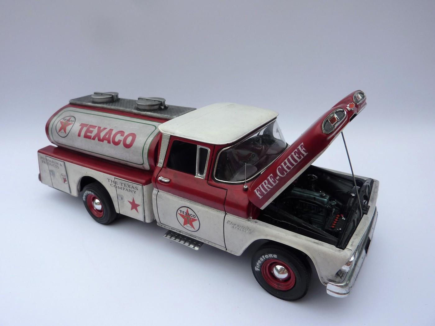 Chevy pickup 60 citerne texaco terminé - Page 3 Photo8-vi