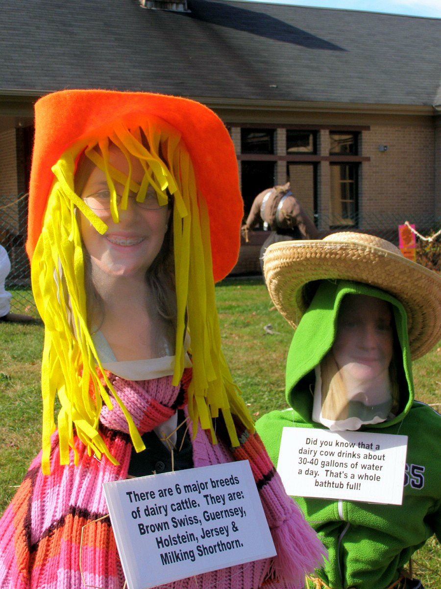 DURHAM - 2007 - COMMUNITY SCARECROW DISPLAY - 26.jpg