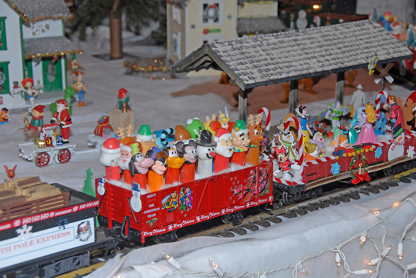 Holiday Toy Trains 2013 026